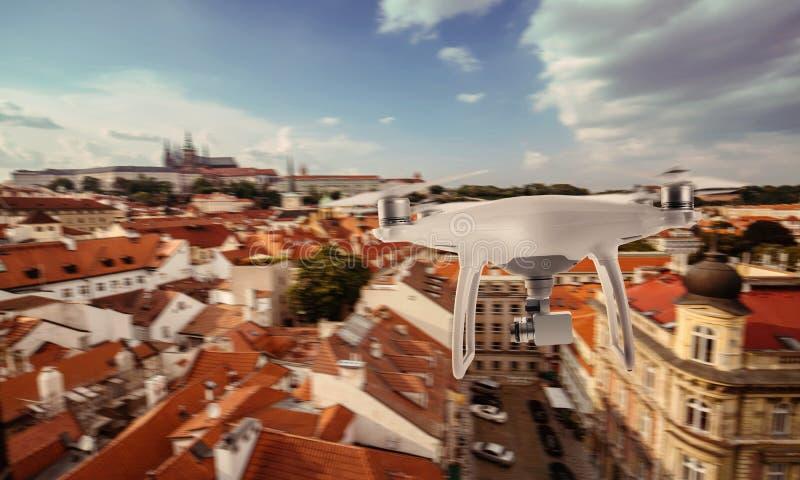 Κέντρο πόλεων τουριστών της Πράγας φωτογραφιών και αρχείων τετραγώνων κηφήνων copter στοκ φωτογραφία