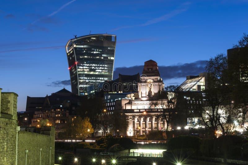 Κέντρο πόλεων του Λονδίνου τή νύχτα στοκ εικόνα με δικαίωμα ελεύθερης χρήσης