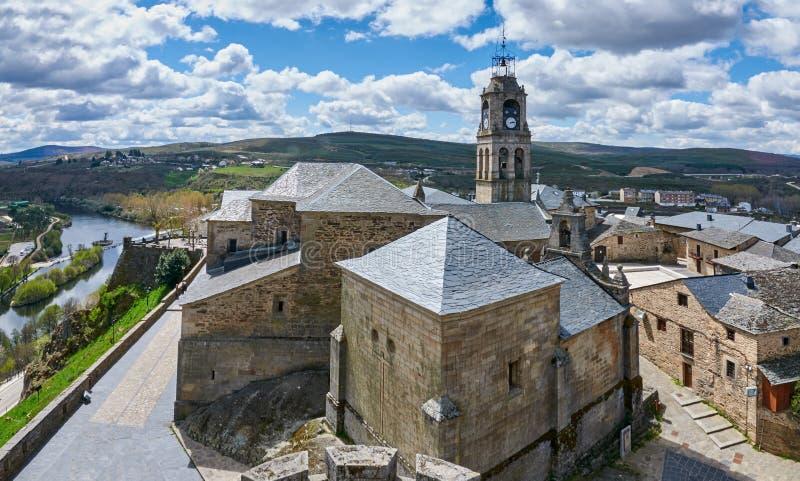 Κέντρο της ιστορικής ρυμούλκησης του Πουέμπλα de Sanabria στοκ φωτογραφία