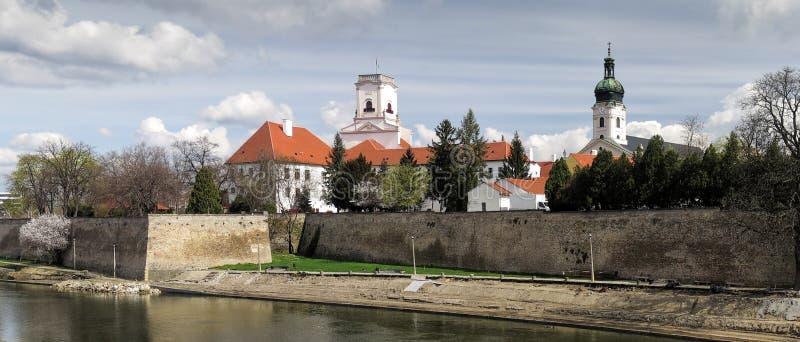 Download Κέντρο της πόλης Gyor με το Bazilika στην Ουγγαρία Στοκ Εικόνες - εικόνα από cathedral, γοτθικός: 62700332