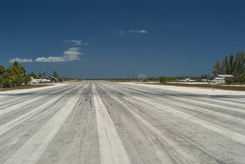 Κέντρο του διαδρόμου αερολιμένων στοκ φωτογραφία με δικαίωμα ελεύθερης χρήσης