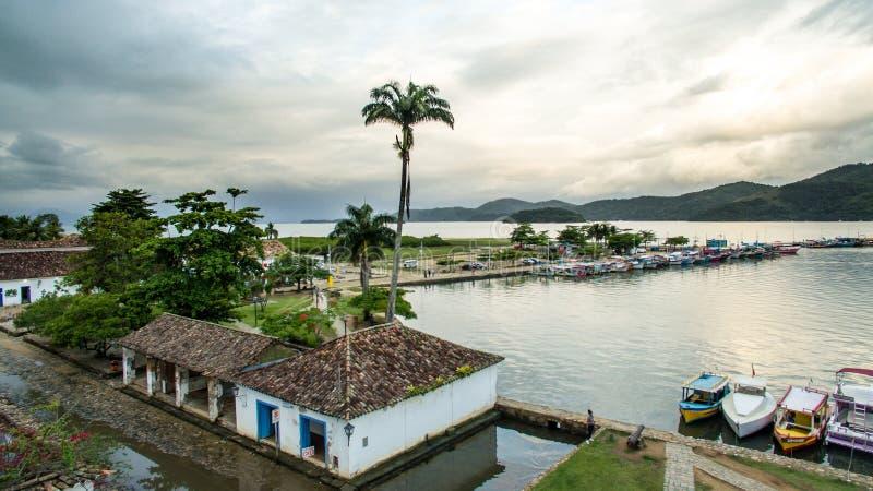 Κέντρο Aehistorical σε Paraty, Ρίο ντε Τζανέιρο, στο λυκόφως στοκ φωτογραφία με δικαίωμα ελεύθερης χρήσης