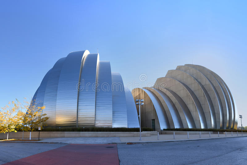 Κέντρο Kauffman για τις τέχνες προς θέαση που ενσωματώνουν την πόλη του Κάνσας στοκ φωτογραφία
