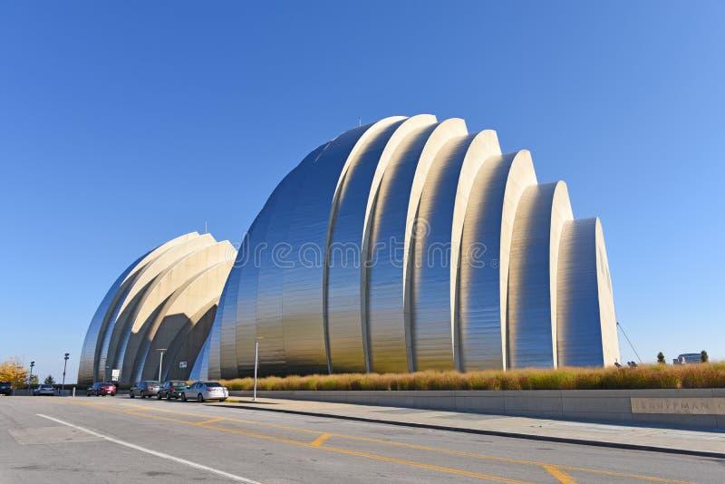 Κέντρο Kauffman για τις τέχνες προς θέαση που ενσωματώνουν την πόλη του Κάνσας στοκ φωτογραφίες με δικαίωμα ελεύθερης χρήσης