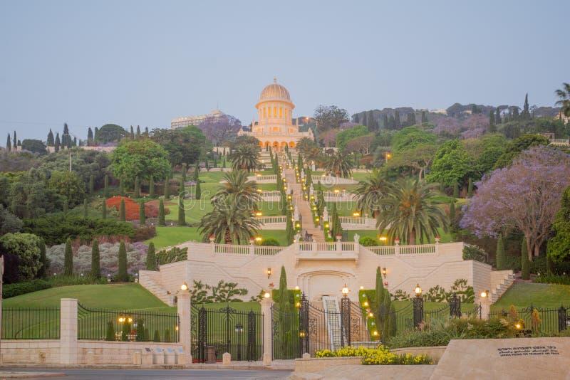 Κήποι και η λάρνακα Bahai στην ανατολή, στη Χάιφα στοκ εικόνες