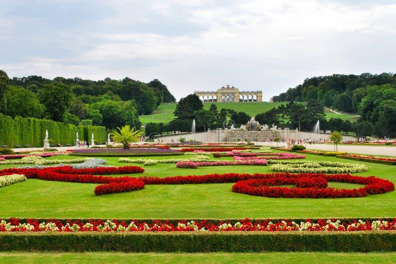 Κήποι στο παλάτι Schonbrunn στοκ εικόνα