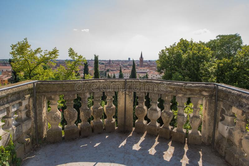 Κήποι Giusti, Βερόνα, Ιταλία - ένα όμορφο μπαλκόνι στοκ εικόνες