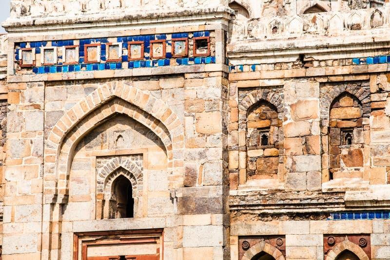 Κήποι Lodi. Ο ισλαμικός τάφος (Seesh Gumbad και Bara Gumbad) έθεσε στους εξωραϊσμένους κήπους. 15η ΑΓΓΕΛΙΑ αιώνα. Νέο Δελχί, Ινδία στοκ φωτογραφία με δικαίωμα ελεύθερης χρήσης