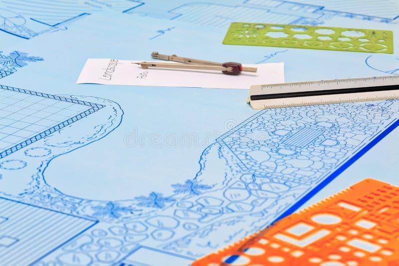 Κήπος κατωφλιών σχεδιαγραμμάτων και σχέδιο σχεδίου λιμνών στοκ εικόνες