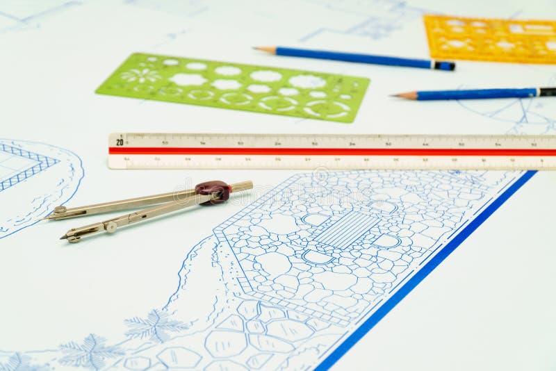 Κήπος κατωφλιών σχεδιαγραμμάτων και σχέδιο σχεδίου λιμνών στοκ εικόνα