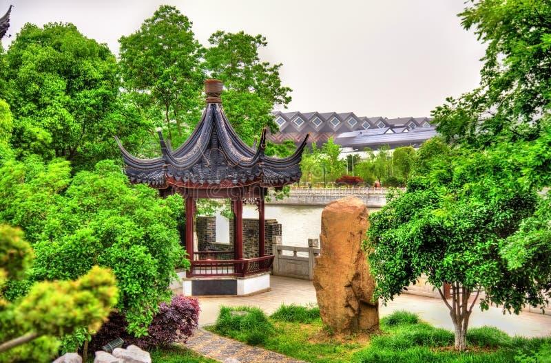 Κήπος κοντά στους τοίχους καναλιών και πόλεων σε Suzhou στοκ φωτογραφίες με δικαίωμα ελεύθερης χρήσης