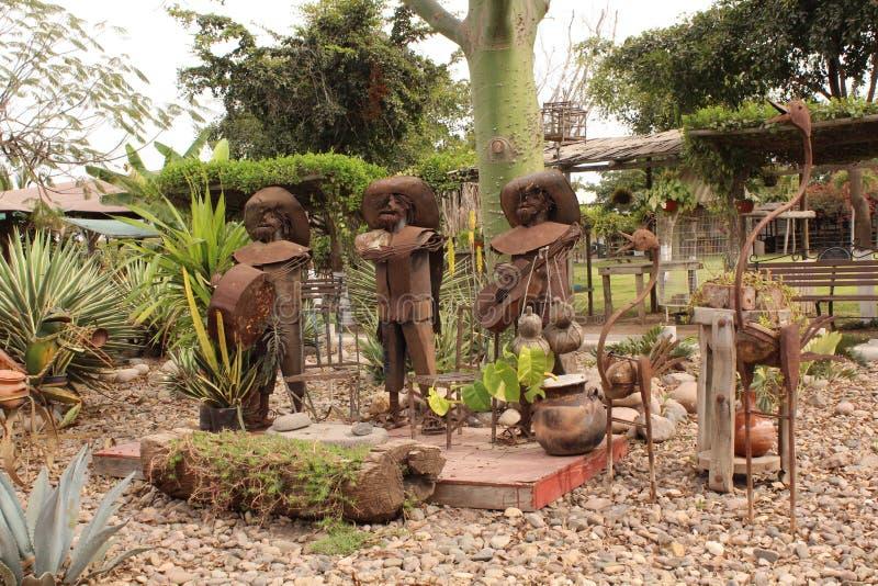 Κήπος με τα γλυπτά ορείχαλκου στοκ εικόνα