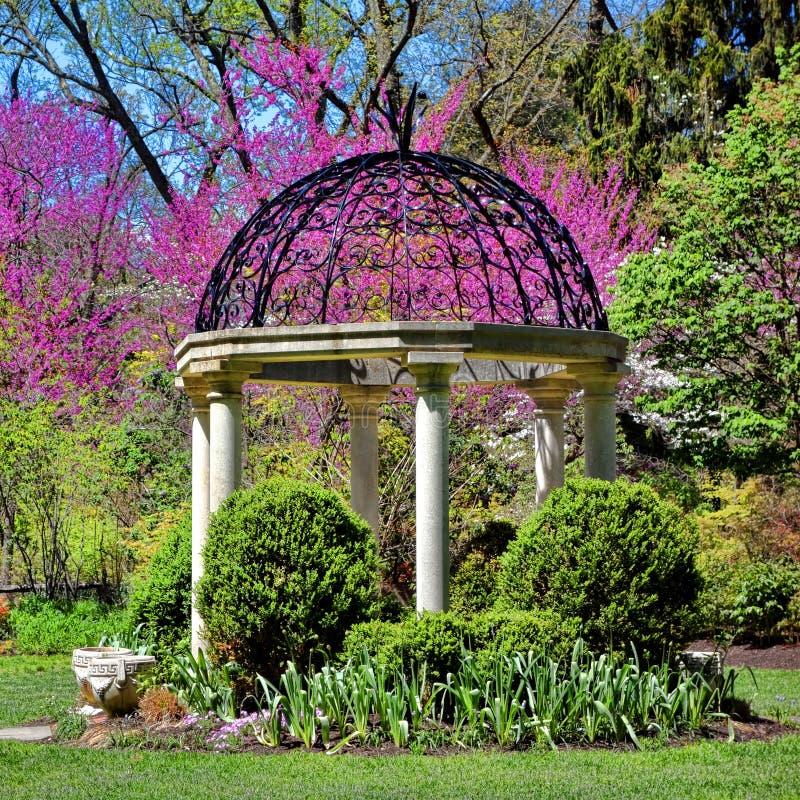 Κήπος ναών Gazebo βοτανικών κήπων πάρκων Sayen στοκ φωτογραφία με δικαίωμα ελεύθερης χρήσης
