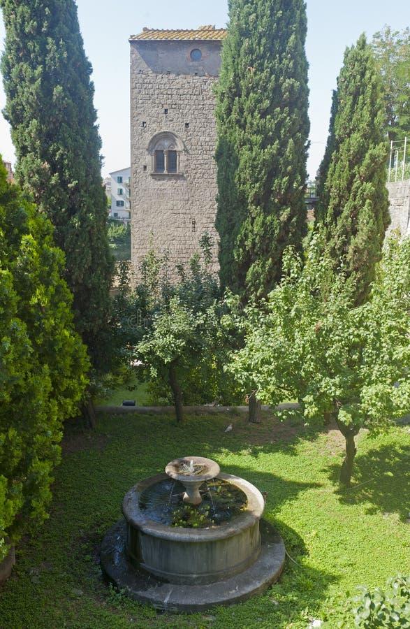κήπος παλαιό Βιτέρμπο καλά στοκ εικόνα