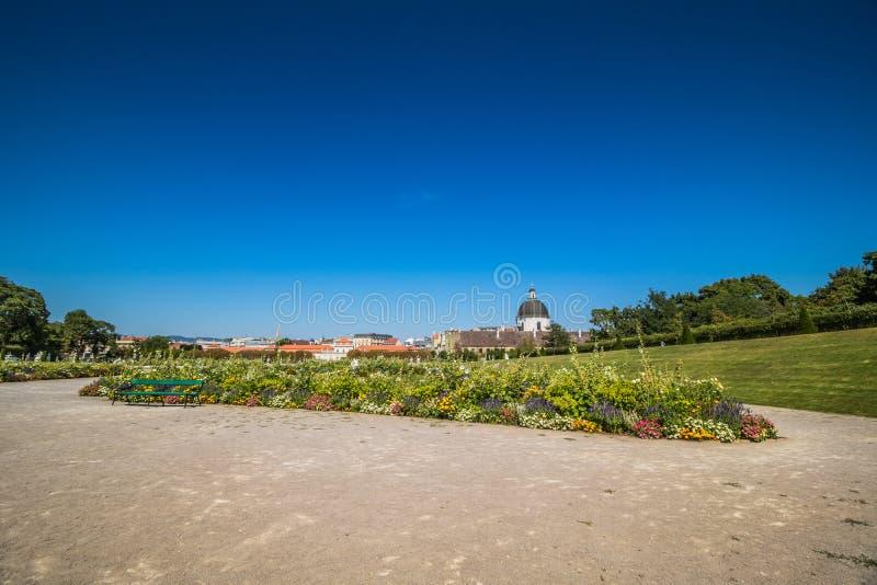 Κήπος παλατιών του πανοραμικού πυργίσκου στη Βιέννη, Αυστρία στοκ φωτογραφία με δικαίωμα ελεύθερης χρήσης
