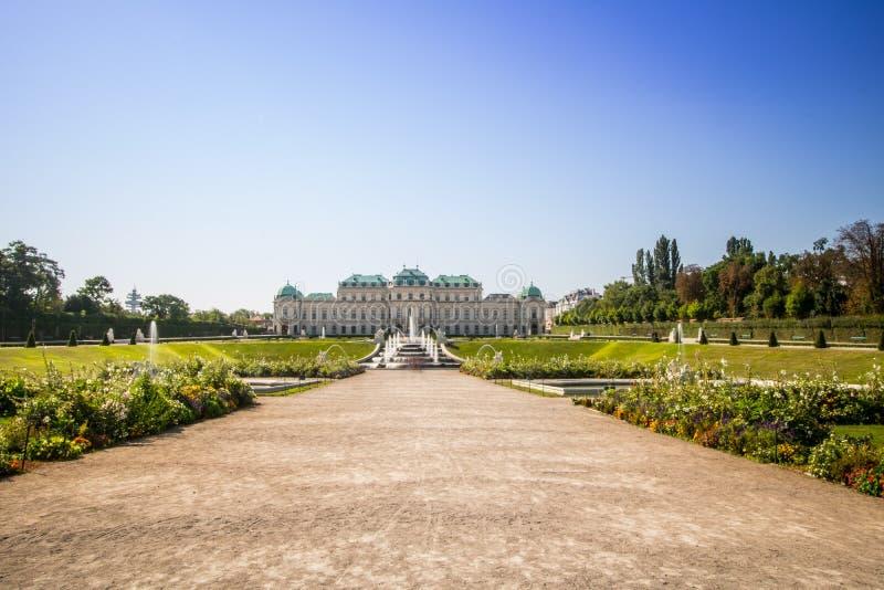 Κήπος παλατιών του πανοραμικού πυργίσκου στη Βιέννη, Αυστρία στοκ εικόνα