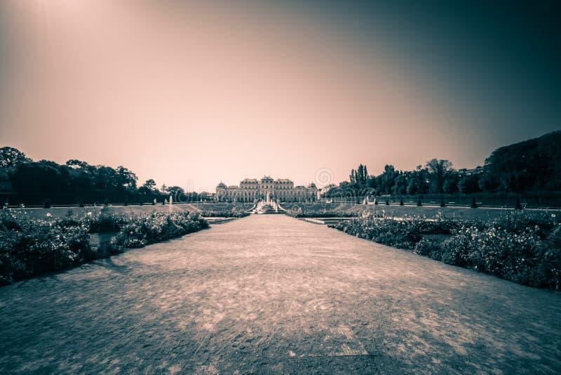 Κήπος παλατιών του πανοραμικού πυργίσκου στη Βιέννη, Αυστρία στοκ φωτογραφία