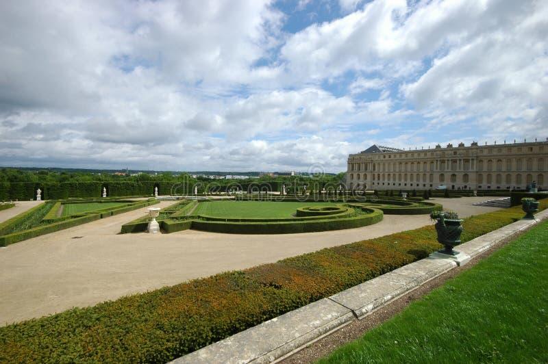 Κήπος σε ένα διάσημο παλάτι των Βερσαλλιών Γαλλία στοκ φωτογραφίες