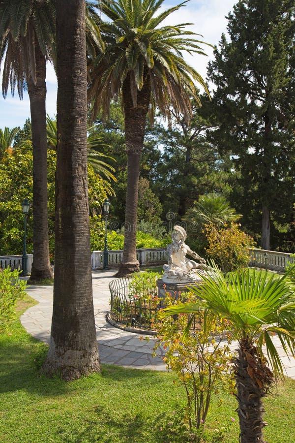 Κήπος της βίλας Vraila - Achilleion - στα νησιά της Κέρκυρας στοκ εικόνα με δικαίωμα ελεύθερης χρήσης