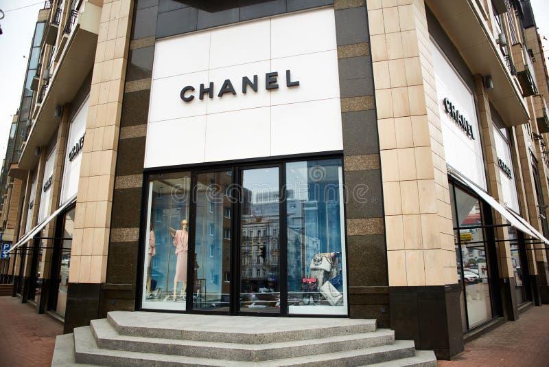 Κίεβο, Ουκρανία - 12 Απριλίου 2016: Εξωτερικό μαγαζί λιανικής πώλησης της Chanel στοκ εικόνες