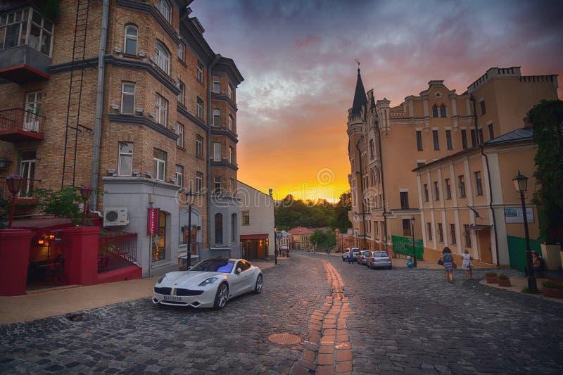 Κίεβο, Ουκρανία - 30 Αυγούστου 2016: Ηλιοβασίλεμα στην κάθοδο του ST Andrew ` s οδών στοκ εικόνες
