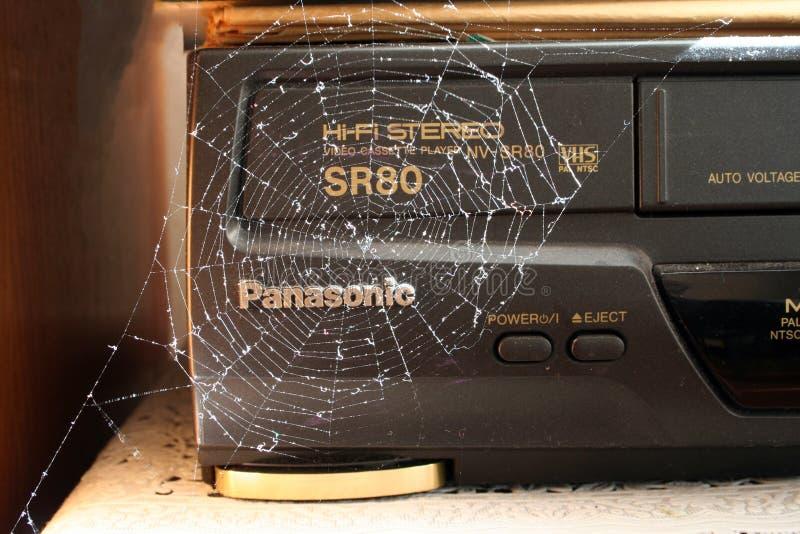 Κίεβο, Ουκρανία, 27 09 βίντεο εγγραφής κασετών του 2005 παλαιό σε ένα spiderweb στοκ φωτογραφία