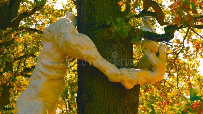 Κίεβο/Πολωνία 03 01 2019: Κόσμος αγάπης, ρομαντικό άγαλμα του αγκαλιάσματος του 2019 στοκ φωτογραφία με δικαίωμα ελεύθερης χρήσης