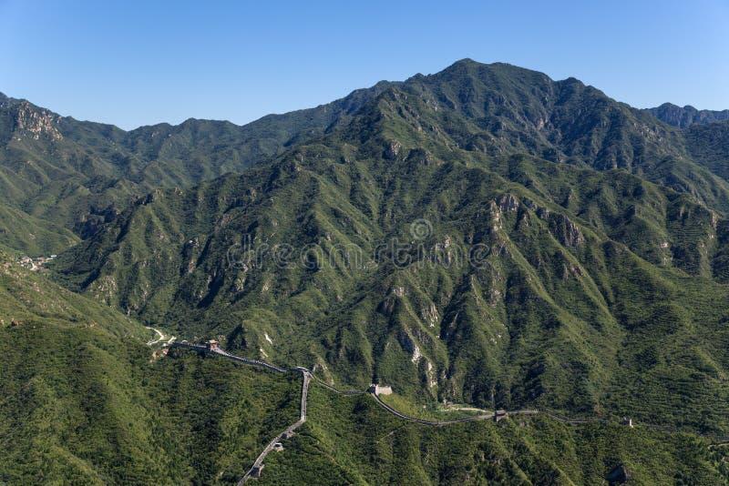 Κίνα Τοπίο βουνών με μια άποψη του Σινικού Τείχους της Κίνας στοκ εικόνες με δικαίωμα ελεύθερης χρήσης