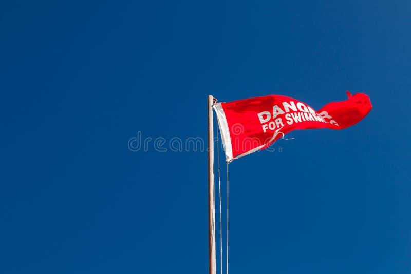 Κίνδυνος για Κόκκινη σημαία τριγώνων στοκ εικόνα