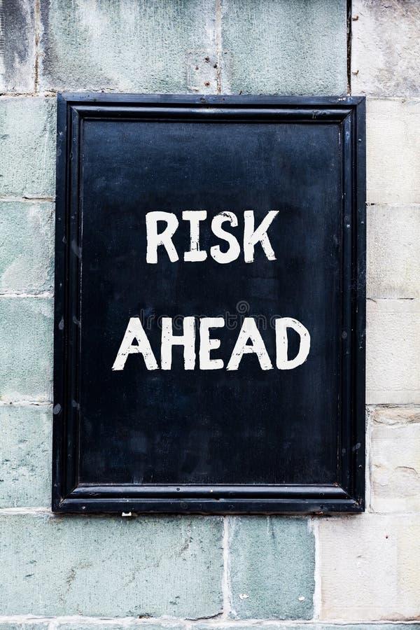 Κίνδυνος κειμένων γραψίματος λέξης μπροστά Επιχειρησιακή έννοια για την πιθανότητα Α ή την απειλή της ζημίας, ζημία, ευθύνη, απώλ στοκ φωτογραφίες με δικαίωμα ελεύθερης χρήσης