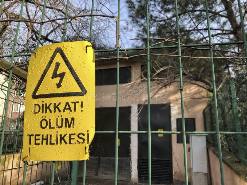 Κίνδυνος του σημαδιού θανάτου στο φράκτη στον Τούρκο στοκ εικόνα
