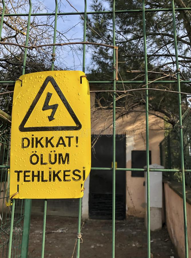 Κίνδυνος του σημαδιού θανάτου στο φράκτη στον Τούρκο στοκ φωτογραφία με δικαίωμα ελεύθερης χρήσης
