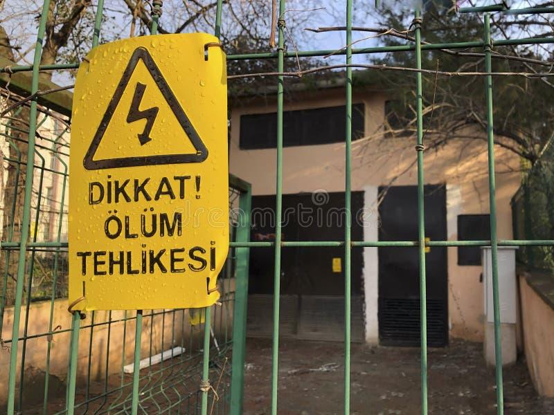 Κίνδυνος του σημαδιού θανάτου στο φράκτη στον Τούρκο στοκ εικόνες με δικαίωμα ελεύθερης χρήσης
