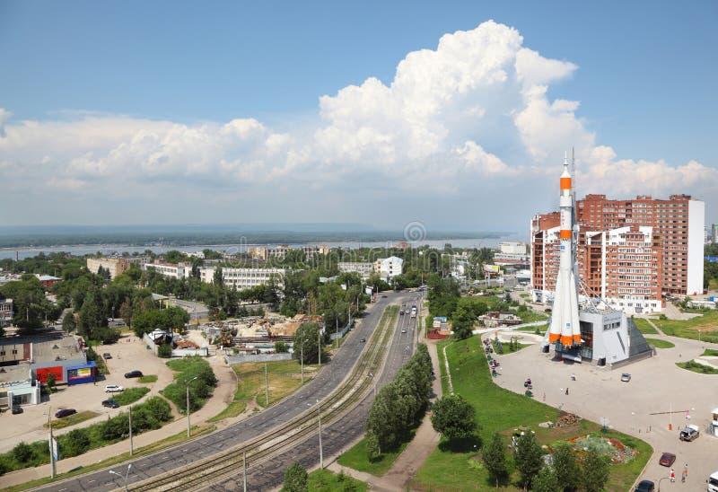Κίνηση αυτοκινήτων κοντά στο διαστημικό μουσείο Samara στοκ φωτογραφίες με δικαίωμα ελεύθερης χρήσης