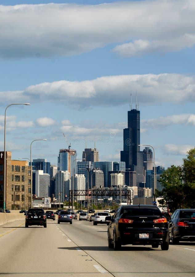 Κίνηση και άποψη του Σικάγου από διακρατικό I94 στοκ εικόνα