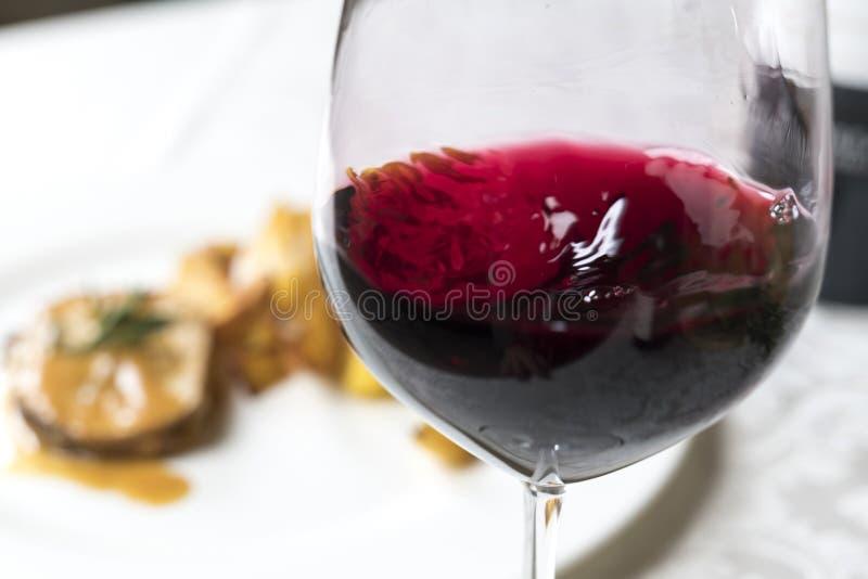 Κίνηση κόκκινου κρασιού στοκ φωτογραφία με δικαίωμα ελεύθερης χρήσης