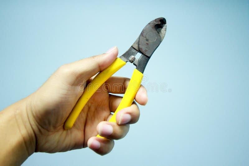 Κίτρινες πένσες για να κόψει το καλώδιο ή το καλώδιο στοκ εικόνες με δικαίωμα ελεύθερης χρήσης