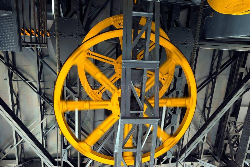 Κίτρινες ρόδες Cableway στοκ εικόνες