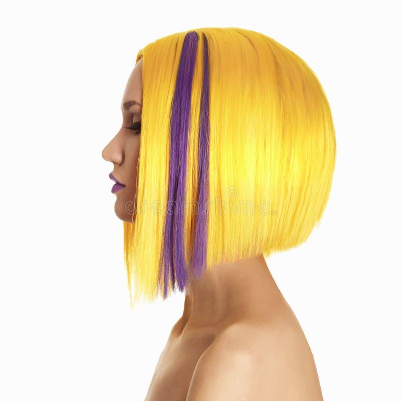 Κίτρινη γυναίκα χρώματος τρίχας στοκ φωτογραφίες με δικαίωμα ελεύθερης χρήσης