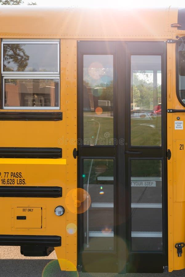 Κίτρινη δευτερεύουσα πόρτα σχολικών λεωφορείων στοκ εικόνες με δικαίωμα ελεύθερης χρήσης