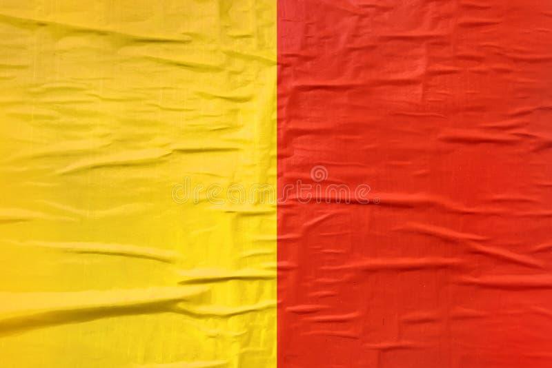 Κίτρινη και κόκκινη τυπωμένη σύσταση εγγράφου αφισών στοκ εικόνα