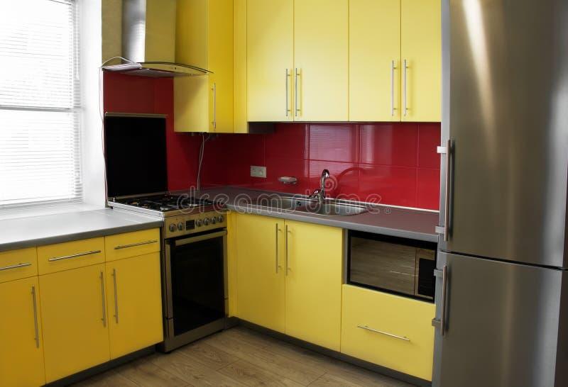 Κίτρινη κουζίνα στοκ εικόνες