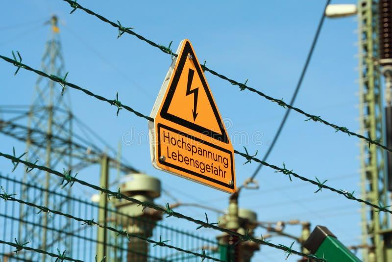 Κίτρινη λάμψη για την προειδοποίηση υψηλής τάσης στοκ φωτογραφία με δικαίωμα ελεύθερης χρήσης