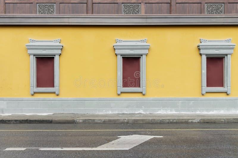 κίτρινη πέτρα τοίχων και παραθύρων στο ναό του Βούδα νεφριτών, Σαγκάη, Κίνα στοκ εικόνα με δικαίωμα ελεύθερης χρήσης