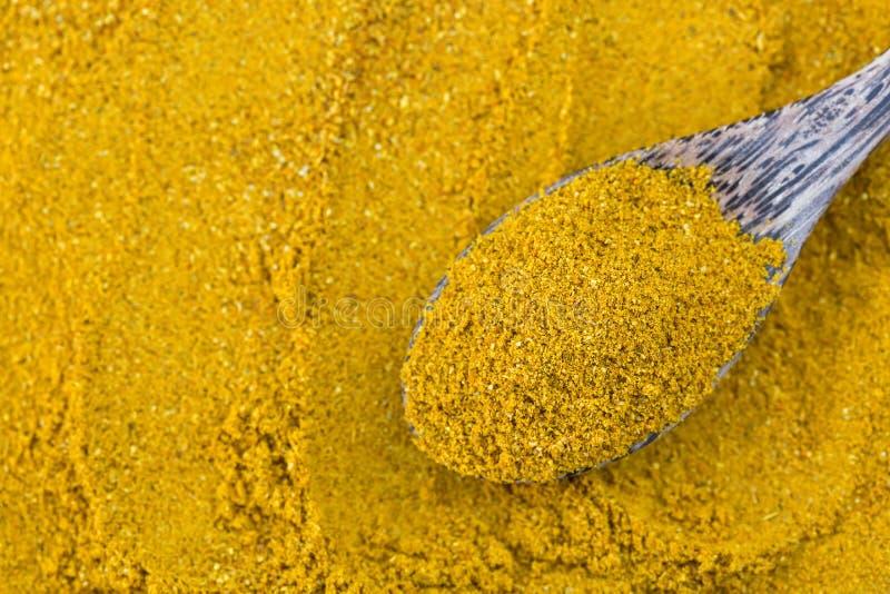 Κίτρινη πικάντικη σκόνη κάρρυ, κύριο καρύκευμα συστατικών για να μαγειρεψει Asi στοκ εικόνες