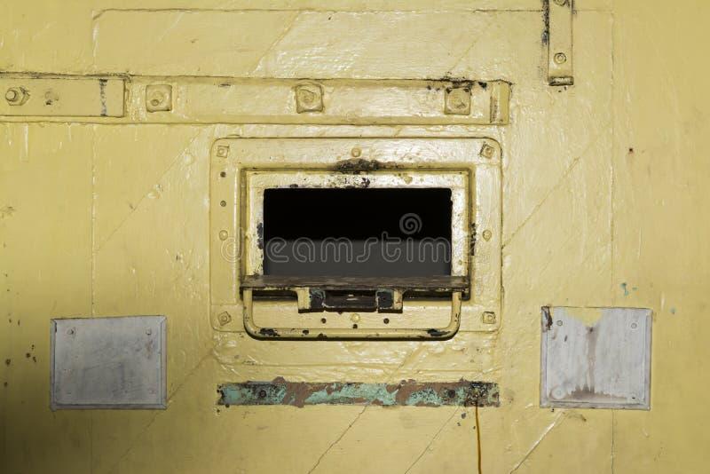 Κίτρινη πόρτα πορτών κυττάρων, κρατητήριο της Αδελαΐδα, Αδελαΐδα, Νότια Αυστραλία στοκ φωτογραφία με δικαίωμα ελεύθερης χρήσης