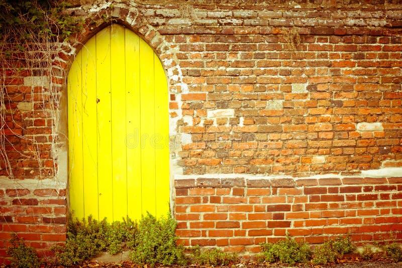 Κίτρινη πύλη στοκ εικόνες