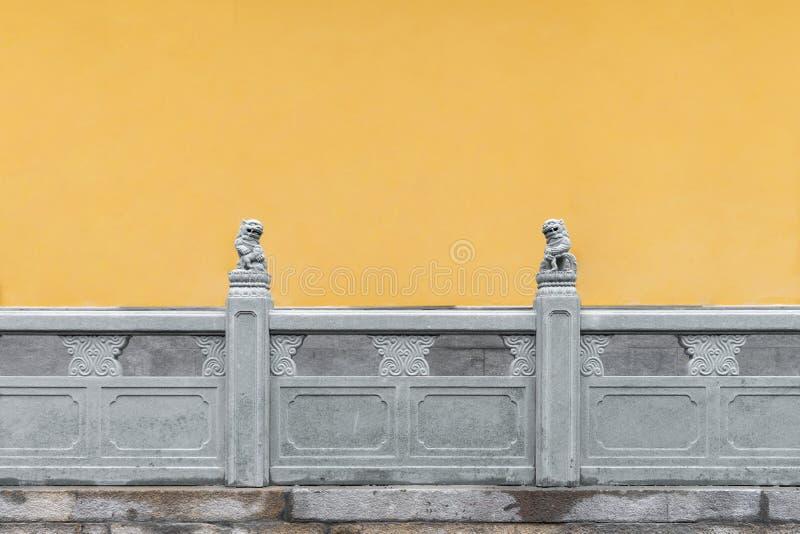 κίτρινοι τοίχος και πεζούλι στο ναό του Βούδα νεφριτών, Σαγκάη, Κίνα στοκ εικόνες