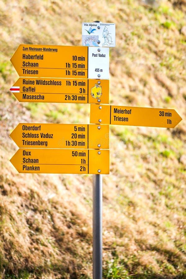 Κίτρινος δείκτης στο κύριο μέρος Vaduz στοκ εικόνα με δικαίωμα ελεύθερης χρήσης