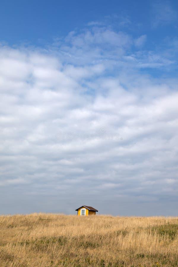 Κίτρινος μεγάλος ουρανός καλυβών στοκ φωτογραφίες με δικαίωμα ελεύθερης χρήσης